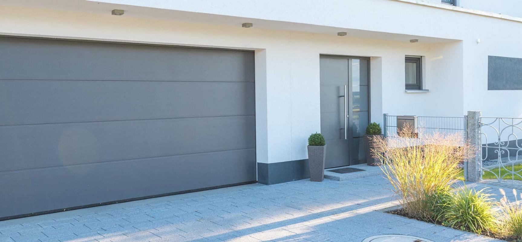 Garagentor Und Haustür